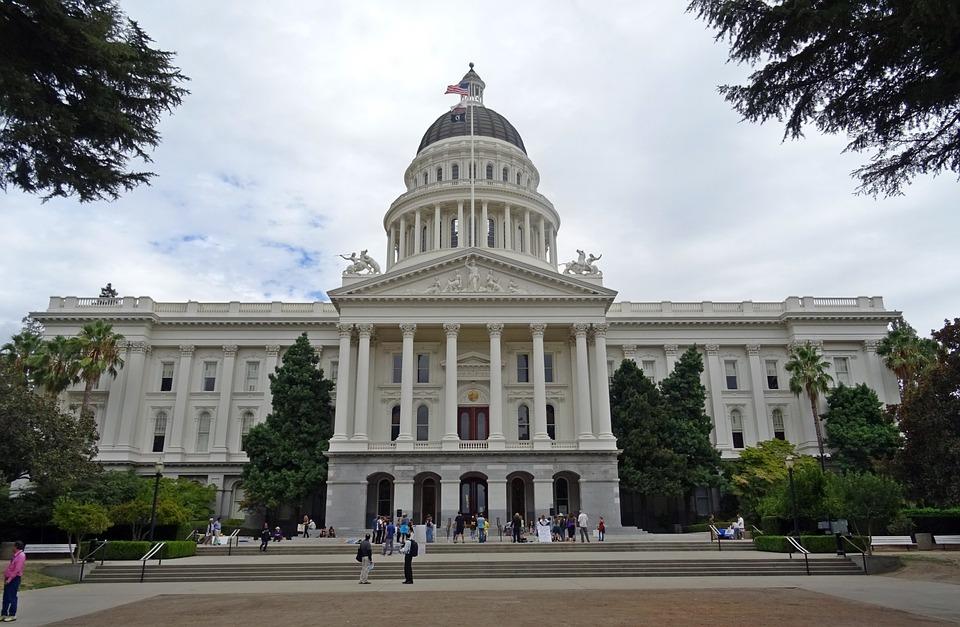 California. Lovitură la temelia filmelor pentru adulți