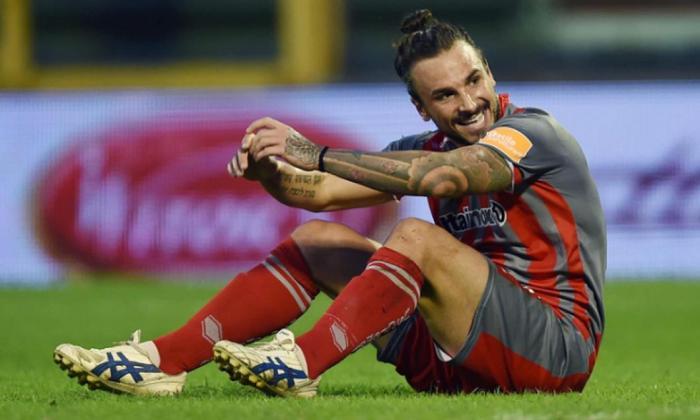 Alertă în fotbalul european din cauza coronavirusului. Meciul unui român a fost suspendat