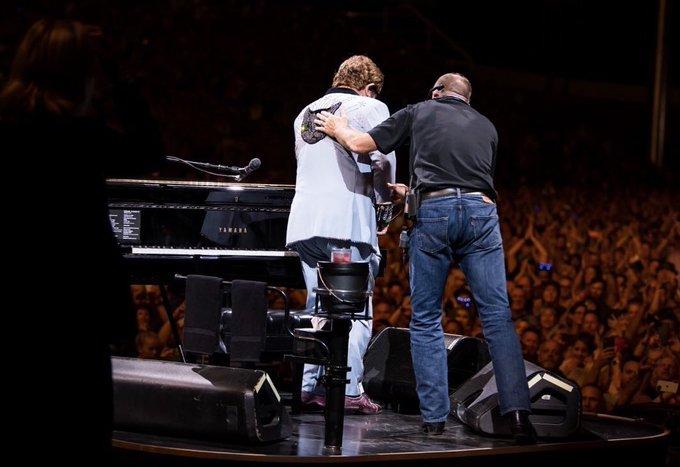 Totul s-a terminat brusc pentru Elton John. Anunț cu ochii în lacrimi