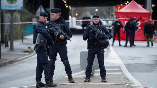 Franța a ajuns la o medie de 120 de atacuri pe zi cu arme albe