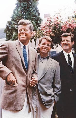 Uciderea celui de-al treilea Kennedy, o manie care a bântuit America timp de patru decenii. Dezvăluiri marca Evenimentul Istoric