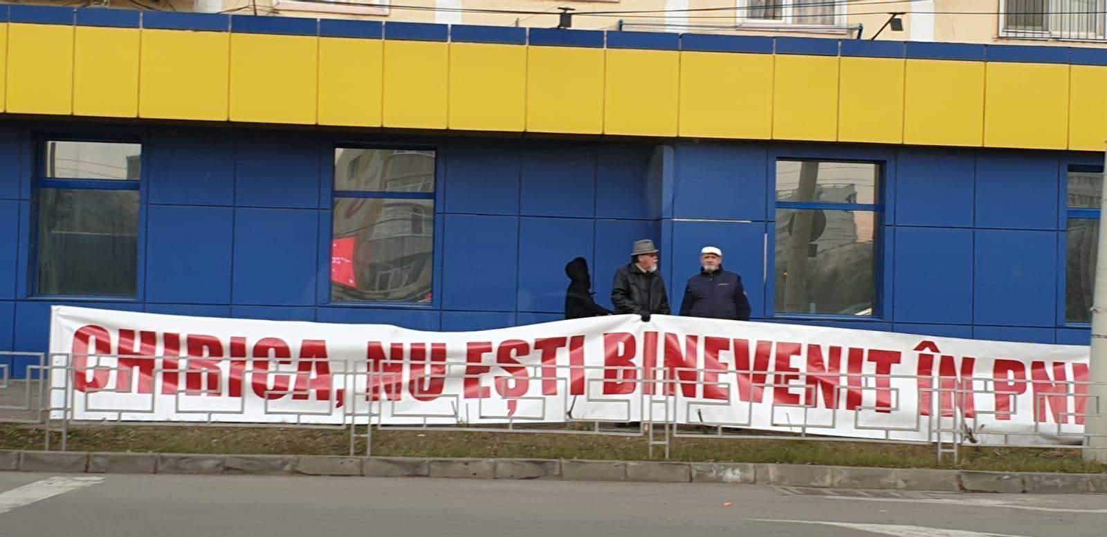 Mihai Chirică agită apele în PNL. Banner împotriva primarului din Iași afișat de liberalii din Moldova