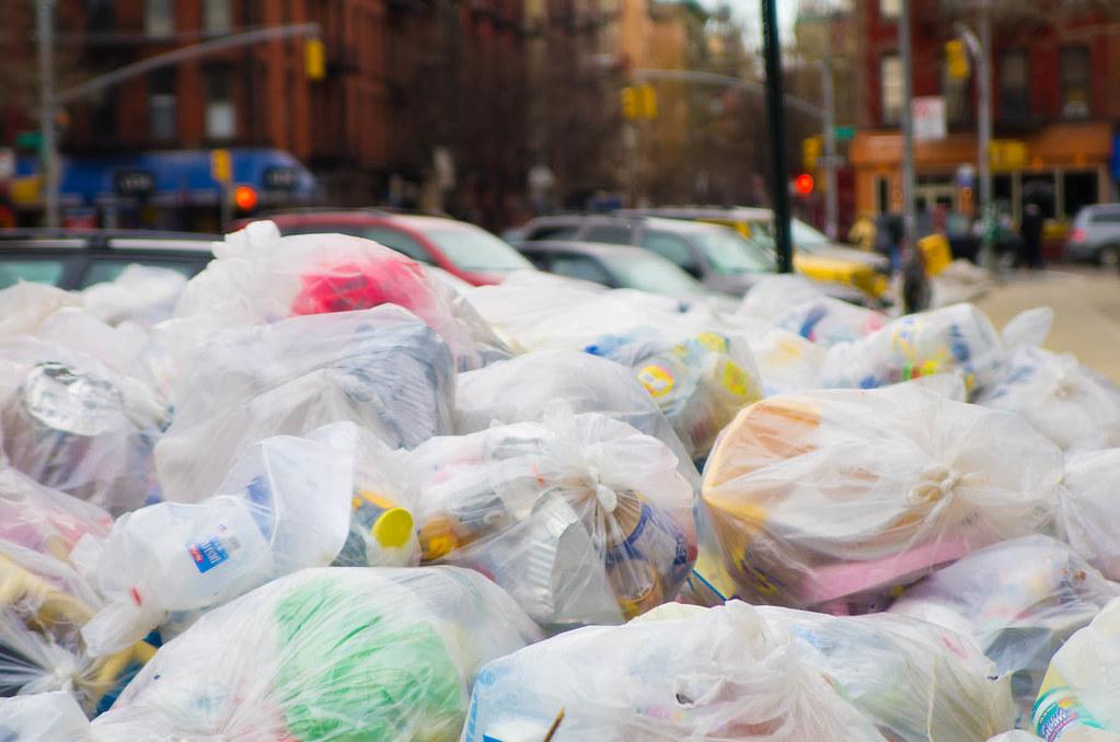 New York spune bye-bye pungilor din plastic