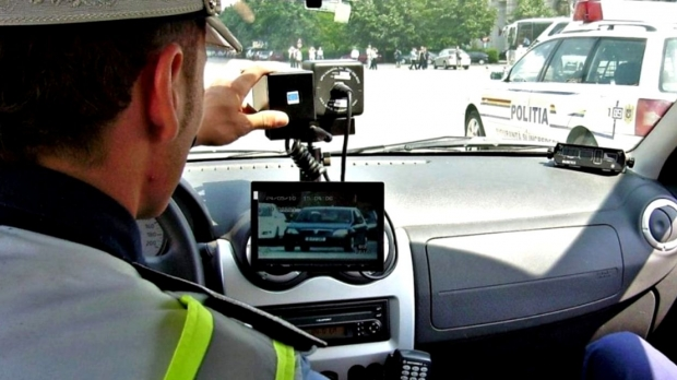Alertă printre șoferi! Cât de repede pot fi păcălite echipajele de poliție cu radar