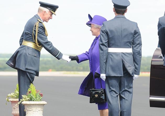 Scandal în Marea Britanie. Gărzile de corp ale prinților, dezarmate!