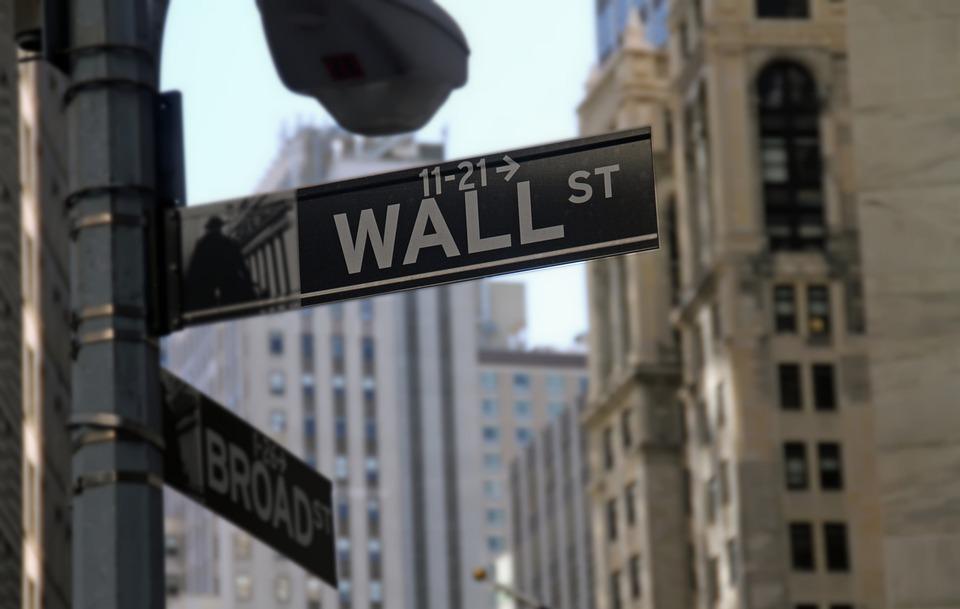 Cutremur la burse. Covid-19 lovește crunt piețele mondiale de capital