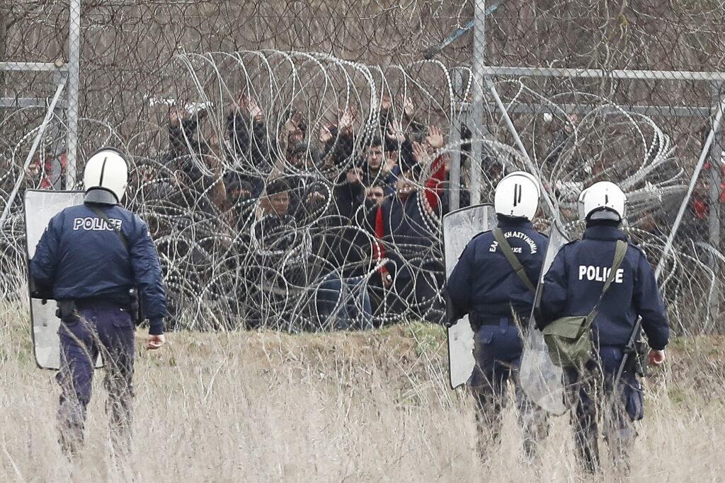 Criza migranților ia amploare. Confruntări sângeroase pentru biletul spre libertate