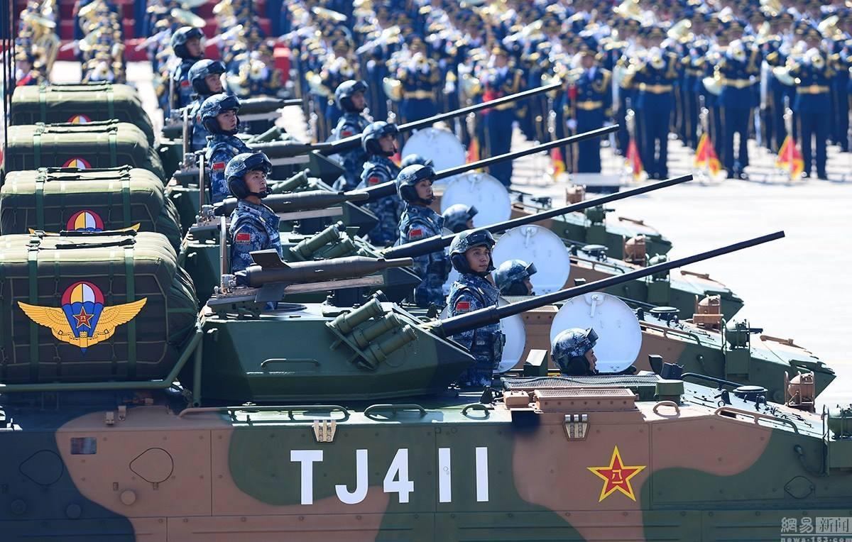 Ce pandemie? Ce izolare? Ca să vezi coincidență: armata chineză își arată mușchii