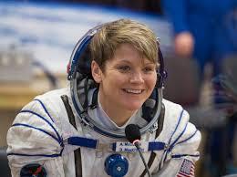 O femeie și-a acuzat nevasta astronaut că i-a umblat la contul bancar în timp ce se afla în Spațiu