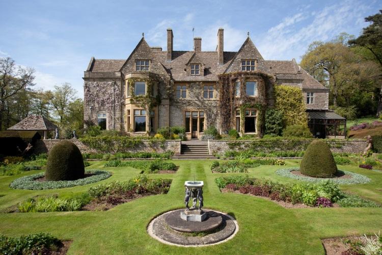 Nici nu vă imaginaţi ce îşi construiesc sub casă David și Victoria Beckham. Foto