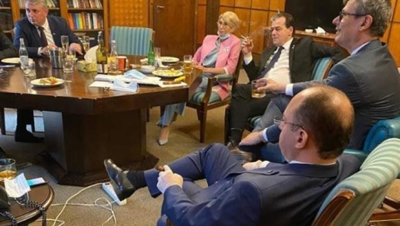Cine a făcut fotografia care a inflamat internetul? Ludovic Orban, cu țigară în mână, fără mască, alături de membrii ai guvernului