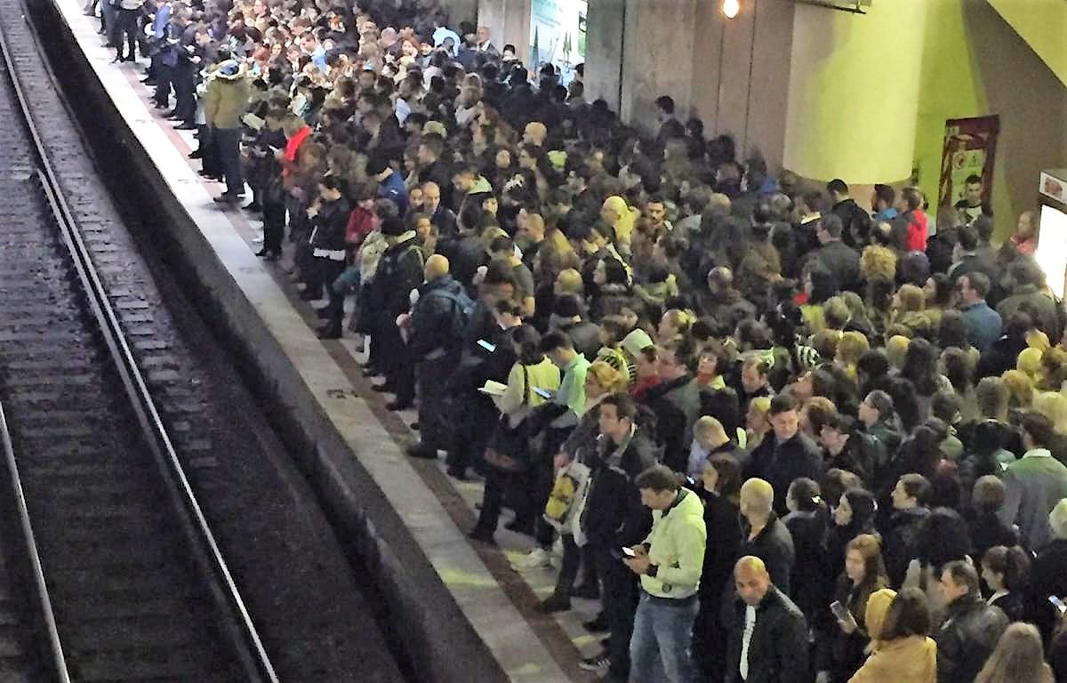 Cum să eviți aglomerația la metrou? Trucul pe care nu multă lume îl cunoaște