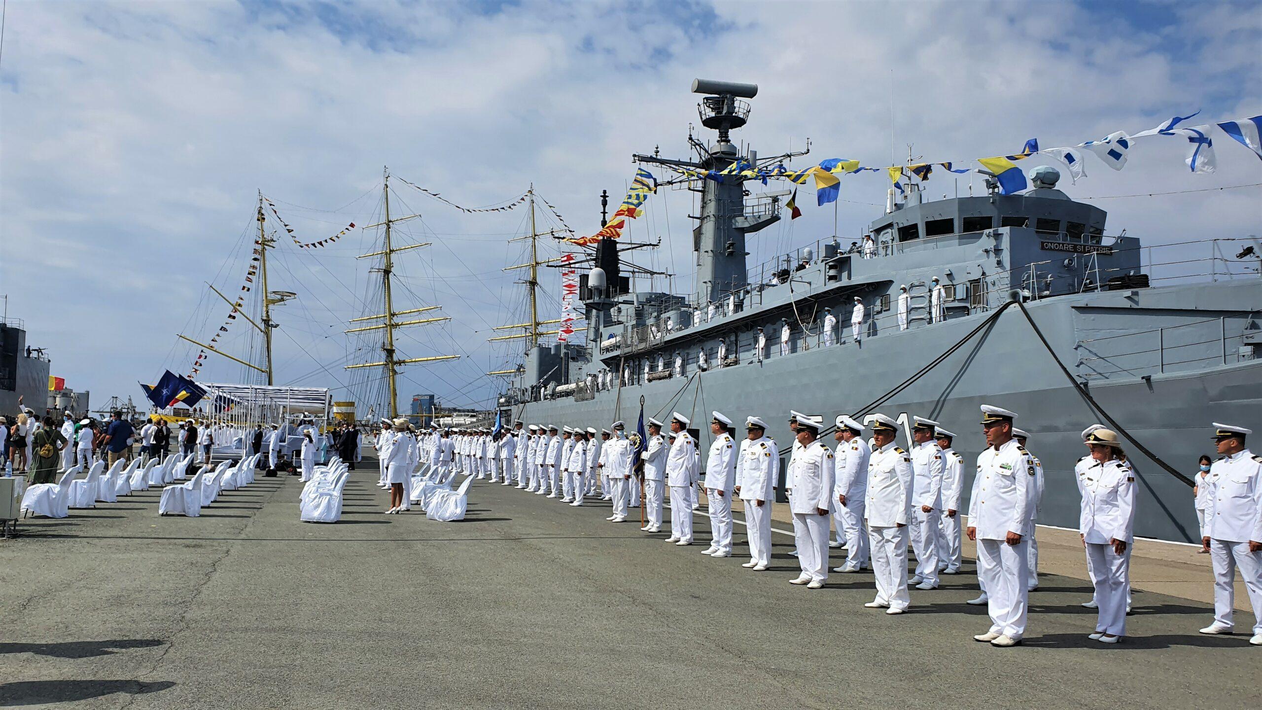 Ziua Marinei, cu mască și fără mască. Spectacol politic în portul militar Constanța