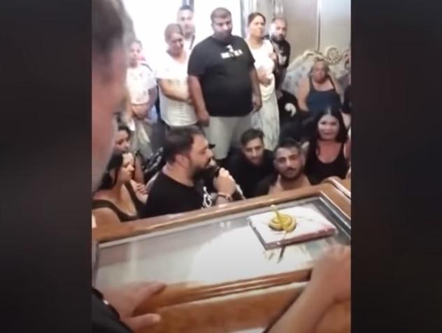 Ce s-a întâmplat la casa lui Emi Pian, după înmormântare. A devenit loc de pelerinaj