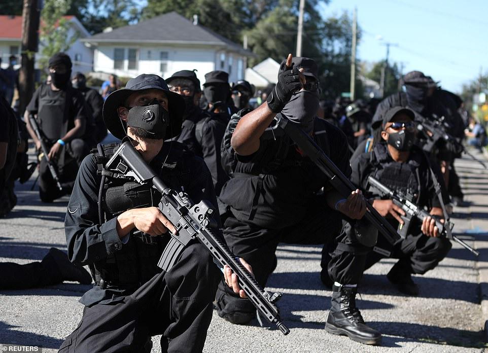 """SUA, în prag război civil! Arme de asalt din Rusia pentru """"milițiile"""" afroamericanilor"""
