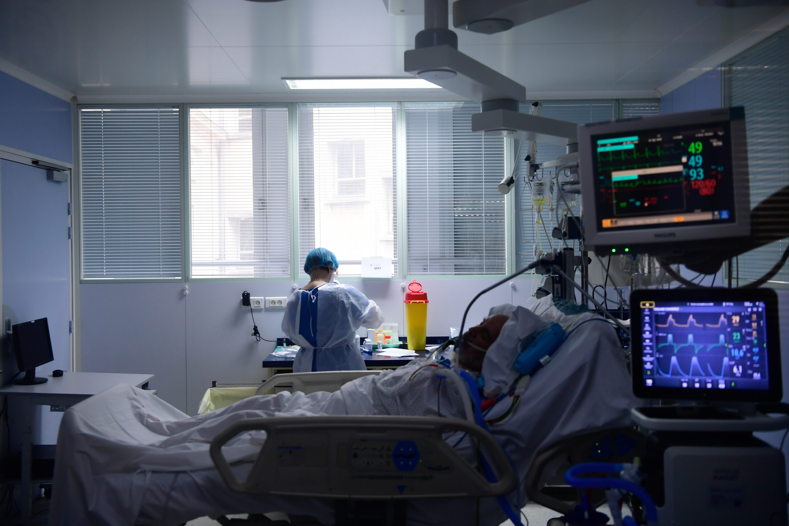 Șeful de la Infecțioase avertizează: Va fi cumplit! Medici decid cine trăiește, cine moare